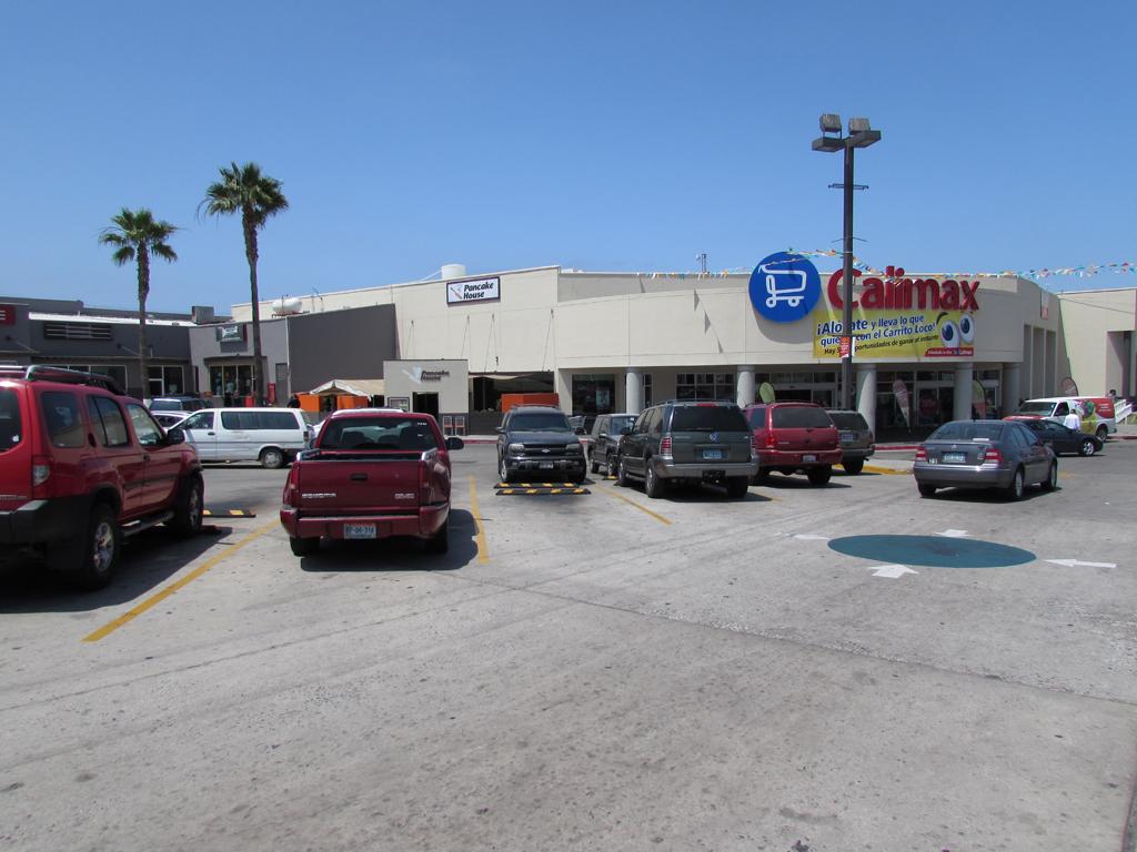 Playas De Tijuana  >> Plaza Calimax Playas